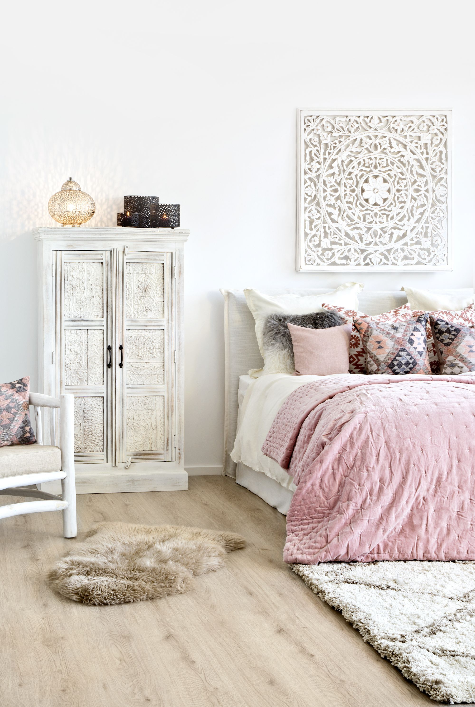 so funktioniert der look boho rose ethnoelemente und zartes rosa ein traumhaftes duo wei. Black Bedroom Furniture Sets. Home Design Ideas