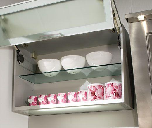 sistema de de las gavetas y de los cajones de los muebles de cocina