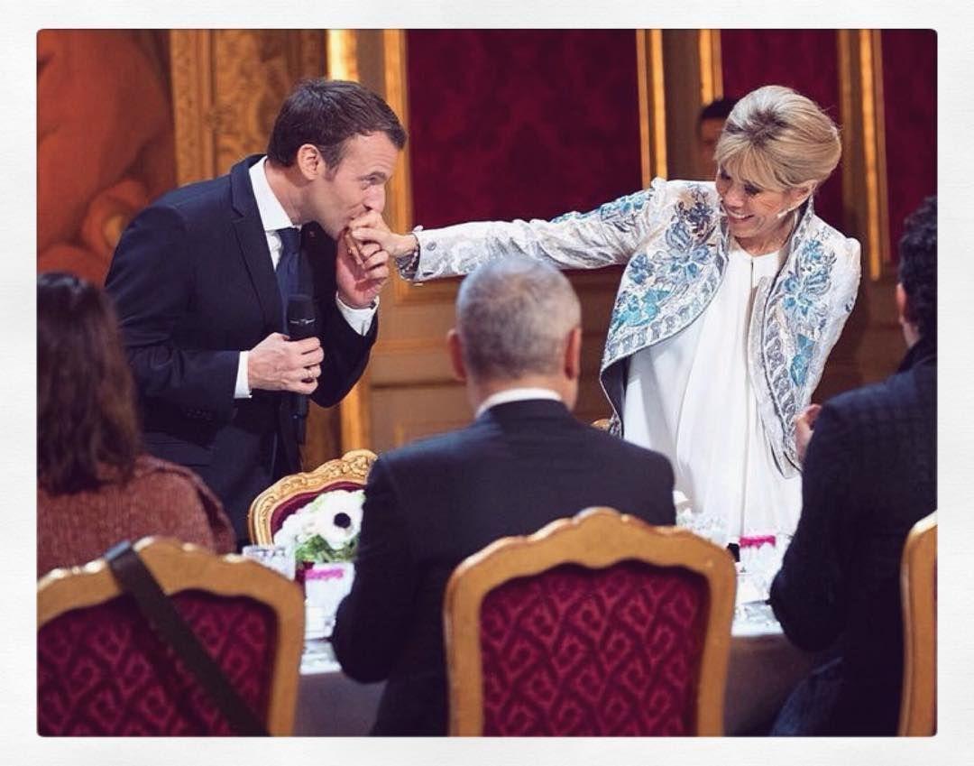 1 099 Curtidas 34 Comentarios Brigitte Et Emmanuel Macron Lesmacron No Instagram Brigittemacron Emmanuelmacron Le Brigitte French Women French Chic