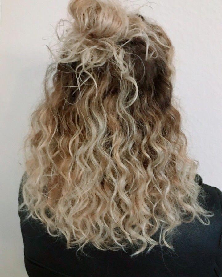 Half Bun With Wavy Curls Curlyhair Curly Hair Styles Hair Lengths Hair Styles