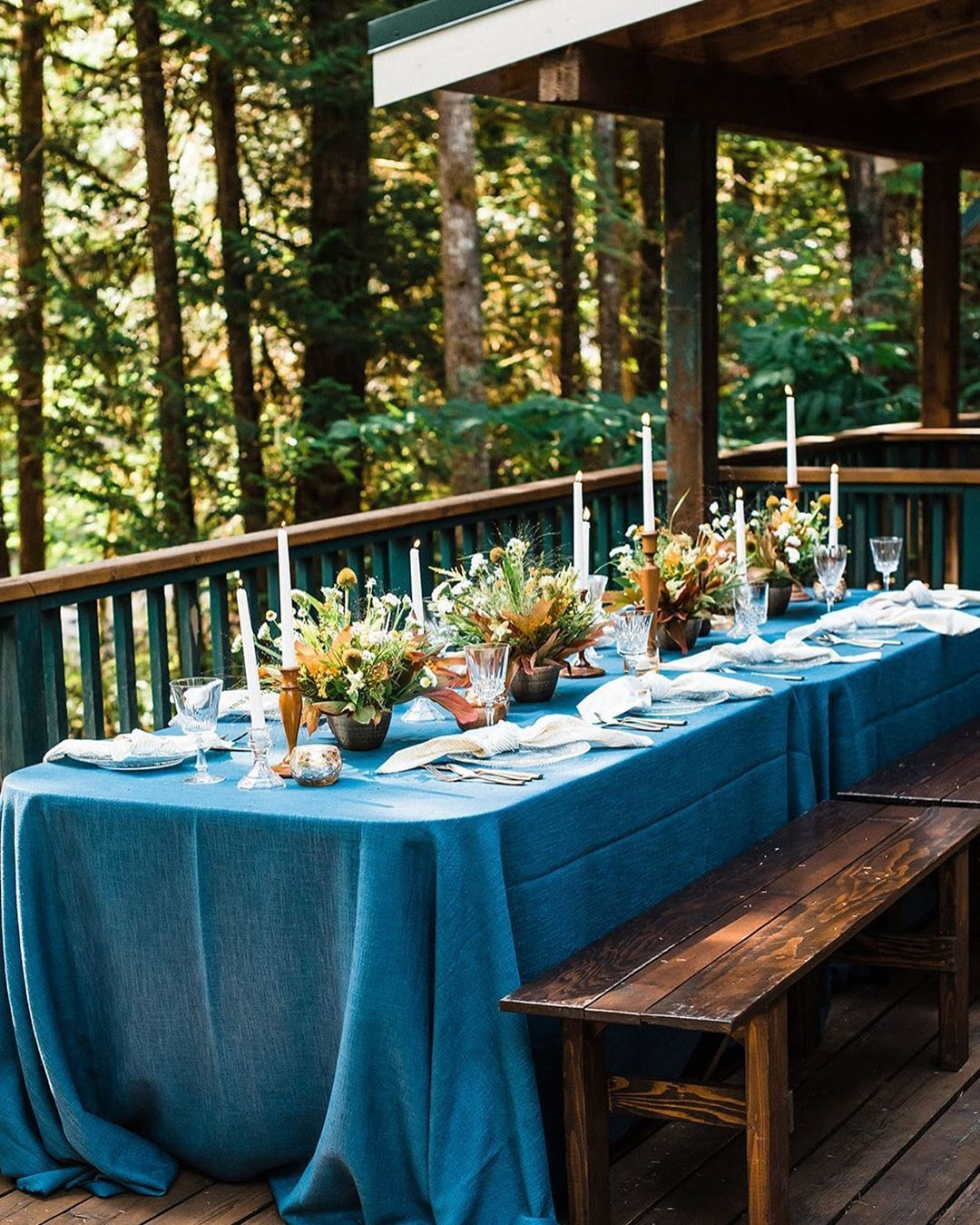Pantone S Color Of The Year 2020 Classic Blue Tablescape