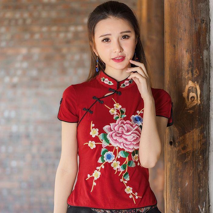 555ae19eecd Femme chemisier mandarina cuello del estilo Chino étnico floral bordado  blusa de las mujeres camisa cheongsam verano ropa Barata CJ47(China  (Mainland))