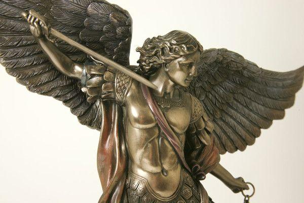 Aartsengel Michaël<br />ook 130 cm hoog verkrijgbaar bij Crystal Temptation in Venlo