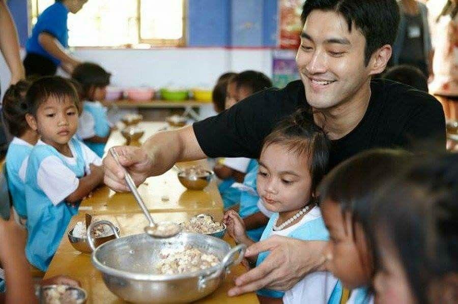 Siwon in Vietnam for UNICEF | Siwon, Choi siwon, Super junior