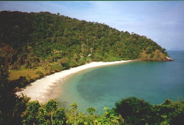 Zuidkust van Koh Lanta bij natuur reservaat met Oapies enzo.