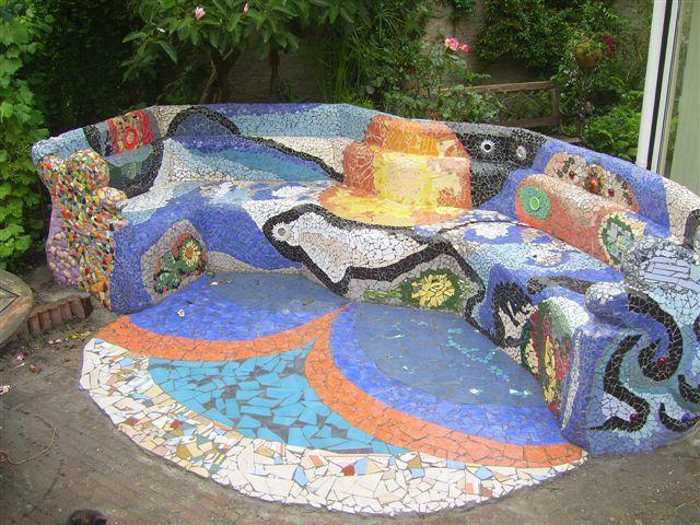 Mozaiekbanken pinterest mosaics and mosaic furniture - Halve cirkelbank ...