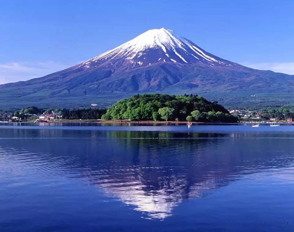 Day Tour From Tokyo Mt Fuji Lake Kawaguchi Oshino Hakkai Gotemba Outlet Kkday Day Tours Fuji Mount Fuji Japan
