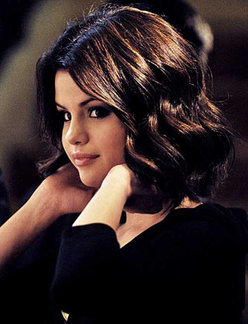 15 Short Haircuts For Curly Wavy Hair Selena Gomez