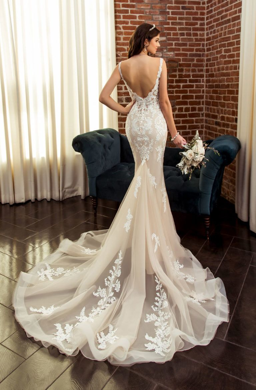 Deluxe Wedding Dresses Bridal Gowns Kittychen Couture Lace Wedding Dress Vintage Wedding Dresses Long Sleeve Mermaid Wedding Dress [ jpg ]