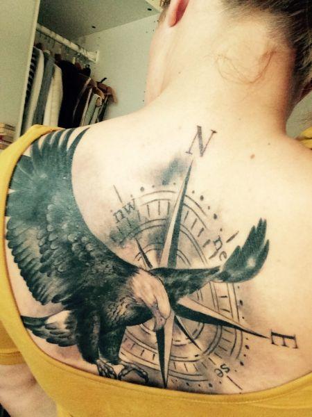 adler mit kompass animals pinterest tattoo ideen adler tattoo und adler. Black Bedroom Furniture Sets. Home Design Ideas