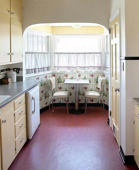 I Like The Floor And Yellow Paint Retro Kitchen Kitchen Table Makeover Kitchen Makeover