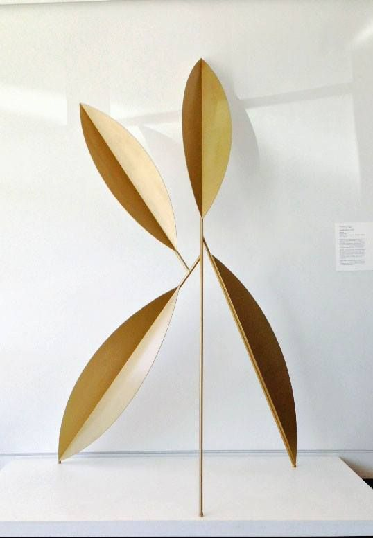 This Sculpture Is From The Artist S Leaf Series In Which Leafy Branches Become Monumental Shapes Painted Single Colors Christopher Georgesco Camber Right