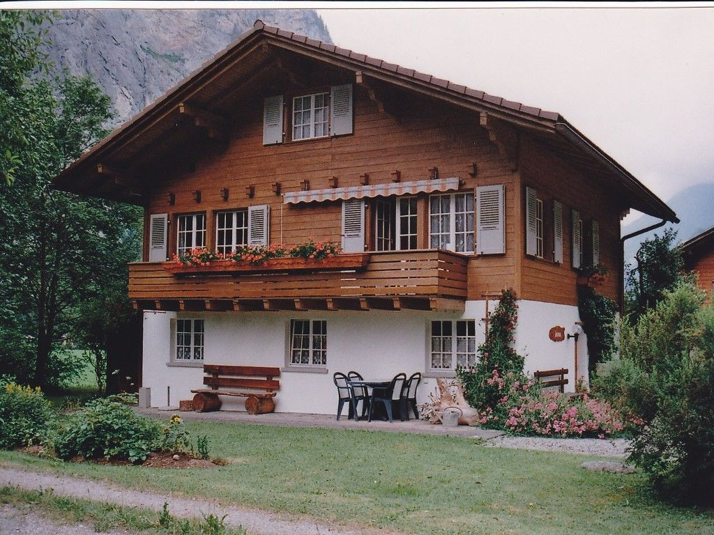 Holiday Apartment In Swiss Chalet Homeaway Lauterbrunnen Swiss House Alpine House House Exterior