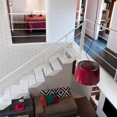 Escaleras que ocupan poco espacio escalera hogar for Escaleras de salon