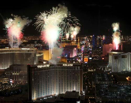 Plans Announced For Las Vegas New Year S Fireworks Show News Reviewjournal Com Las Vegas W Treasure Island Casino Vegas New Years Las Vegas Review Journal