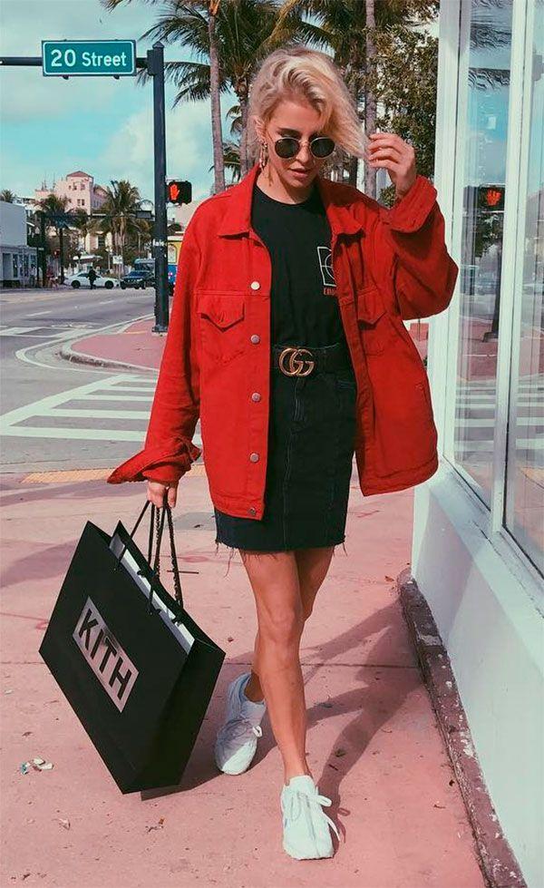 edb08ff97e9 Street style look com jaqueta vermelha.