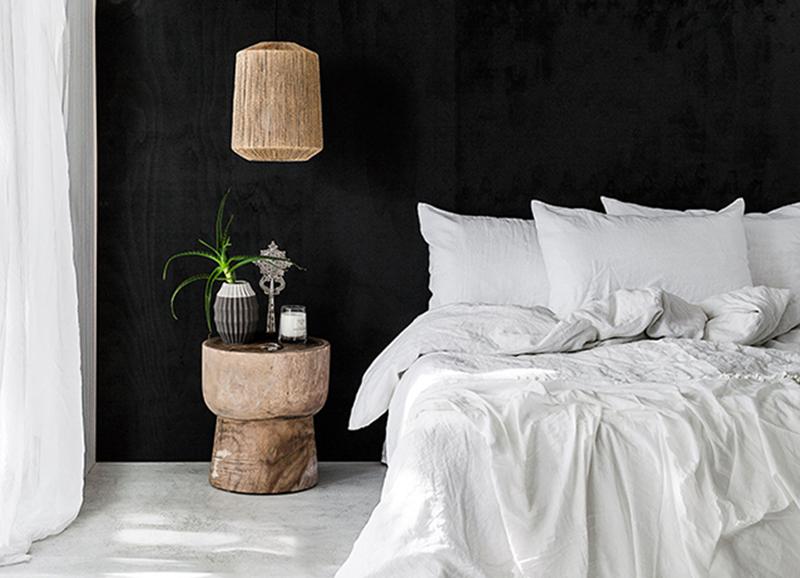 Slaapkamers met een zwarte muur in homedeco