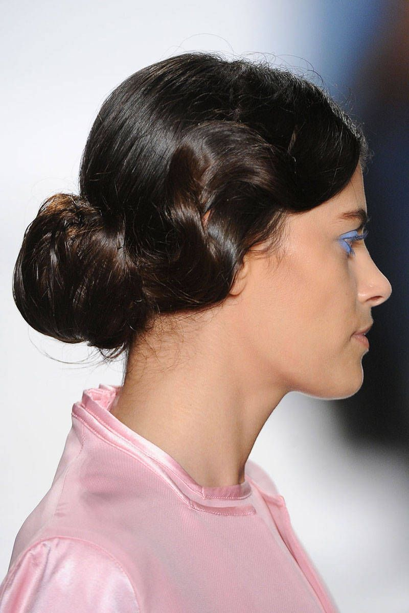 diy: the easiest hairstyle straight from the runway | heads up