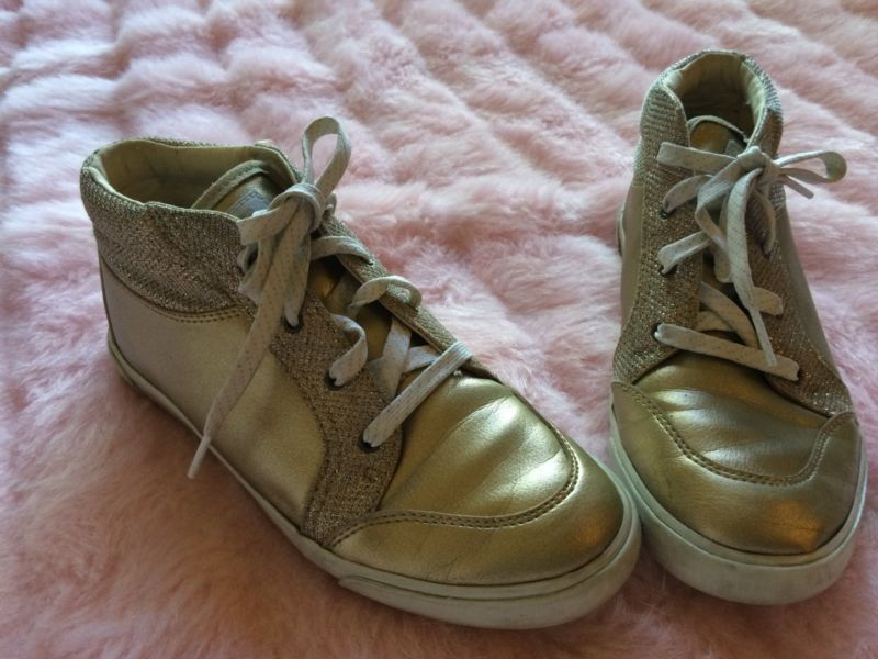 efb56dd36bb DARLING Gold Ugg AUBRY Tennis Shoes Girls SIZE 3 MUST SEE!! | My ...