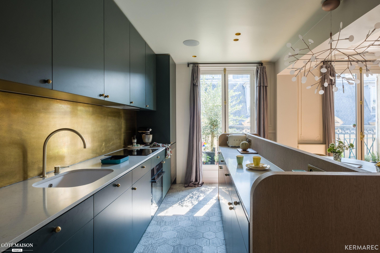Cette cuisine avec îlot revisite le style des années 20  Cuisine