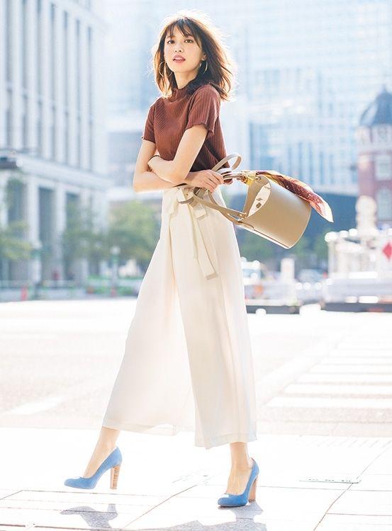 【毎日コーデ】ZARAの白パンツ×ブラウントップスで上級向け美人風オフィスコーデ | 50 スタイル、ファッション ...