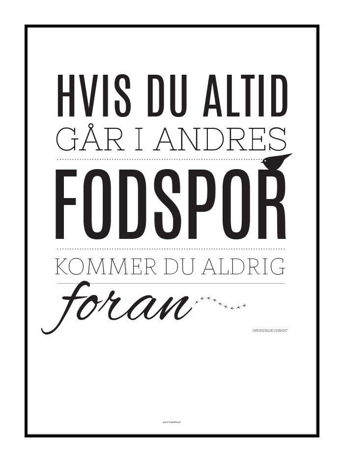 motiverende citater Plakat med motiverende ord om ikke at gå i andres fodspor  motiverende citater