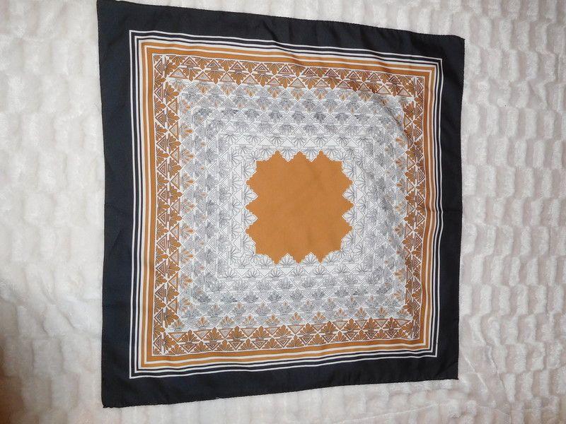 Foulard 100  oie ttbe vintage motifs geometriques moutarde camel ... 1a3db5eb5c3f