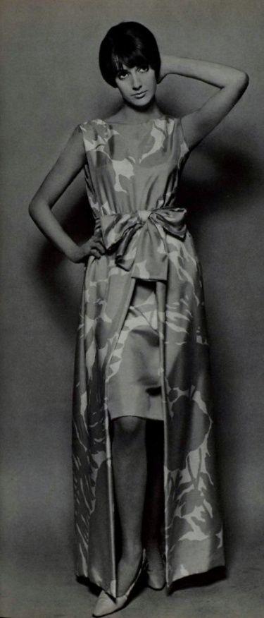 1965 Yves Saint Laurent . Storia Della Moda a32850d1676