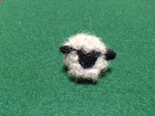 2015年 干支のひつじくんのブローチです。小さいタイプでタイピンタイプになります。大きさ 約3×3cm本体 羊毛フェルト金具 シャワー式ピンブロ...|ハンドメイド、手作り、手仕事品の通販・販売・購入ならCreema。