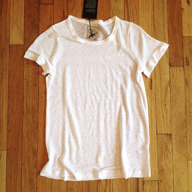 This little #linen #rawedge #tee from @chaserbrand is a must have for any season! #closetstaple #classicwhitetee #newfavoritetee #chaserla #chaserbrand #newarrivals #transitionstyle #musthave #muscletee #denvershopping #rainydayshopping #instashopping #dragonflydenver