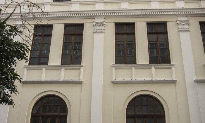 Fachada do Museu do Telefone Foto: Divulgação Oi O edifício do Centro Cultural Oi Futuro Flamengo tem ornamentação eclética na fachada, com destaque para a portada de pedra. Por muitos anos, o prédio abrigou o Museu do Telephone e, antes, a Estação Telefônica Beira-Mar, inaugurada em 1918