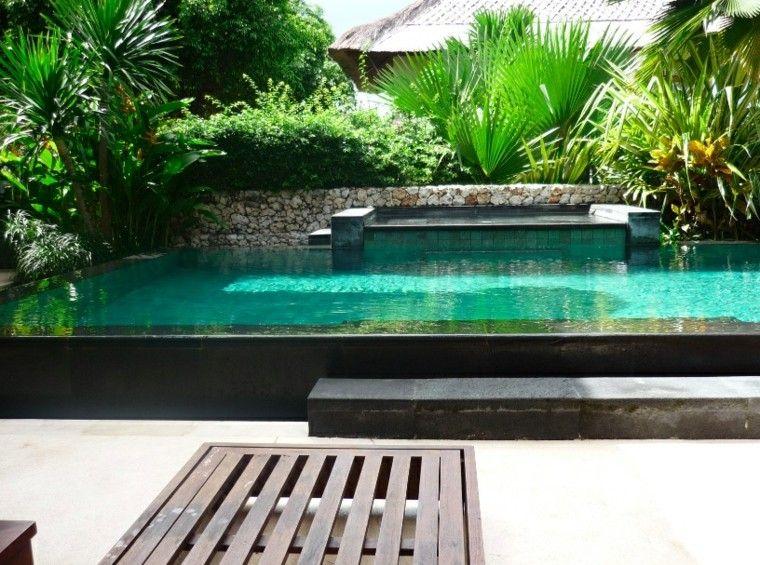 jardn pequeo con piscina grande