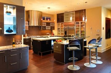 I love the linear organization in this modern kitchen...