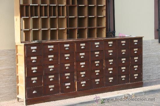 Cajonera.Precioso mueble de madera con 40 cajones.Procedente de ...