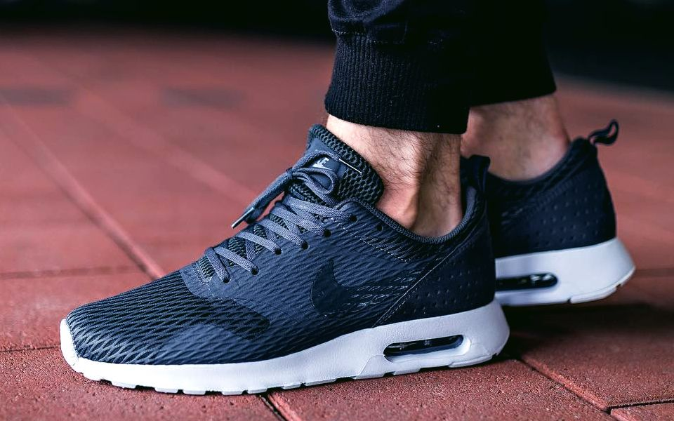Cheap Nike Air Max Tavas SE 718895 400 Midnight NavySailMidnight Navy womens mens Sneaker for sale black friday 2018 2017