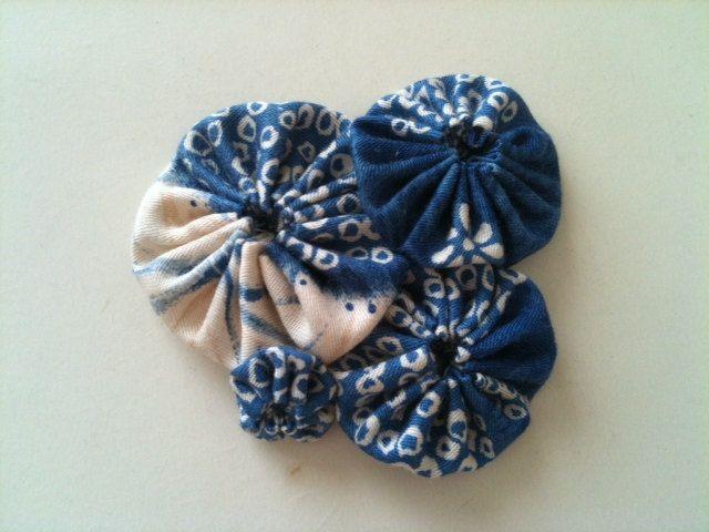 Yoyo barrette  blue  FREE gift wrapping by makikomokomachi on Etsy, $13.00