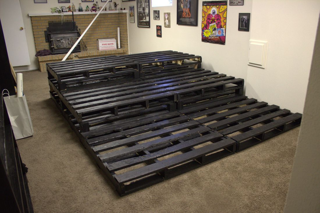 Theater Room Stadium Seating using Pallets | Basement ...