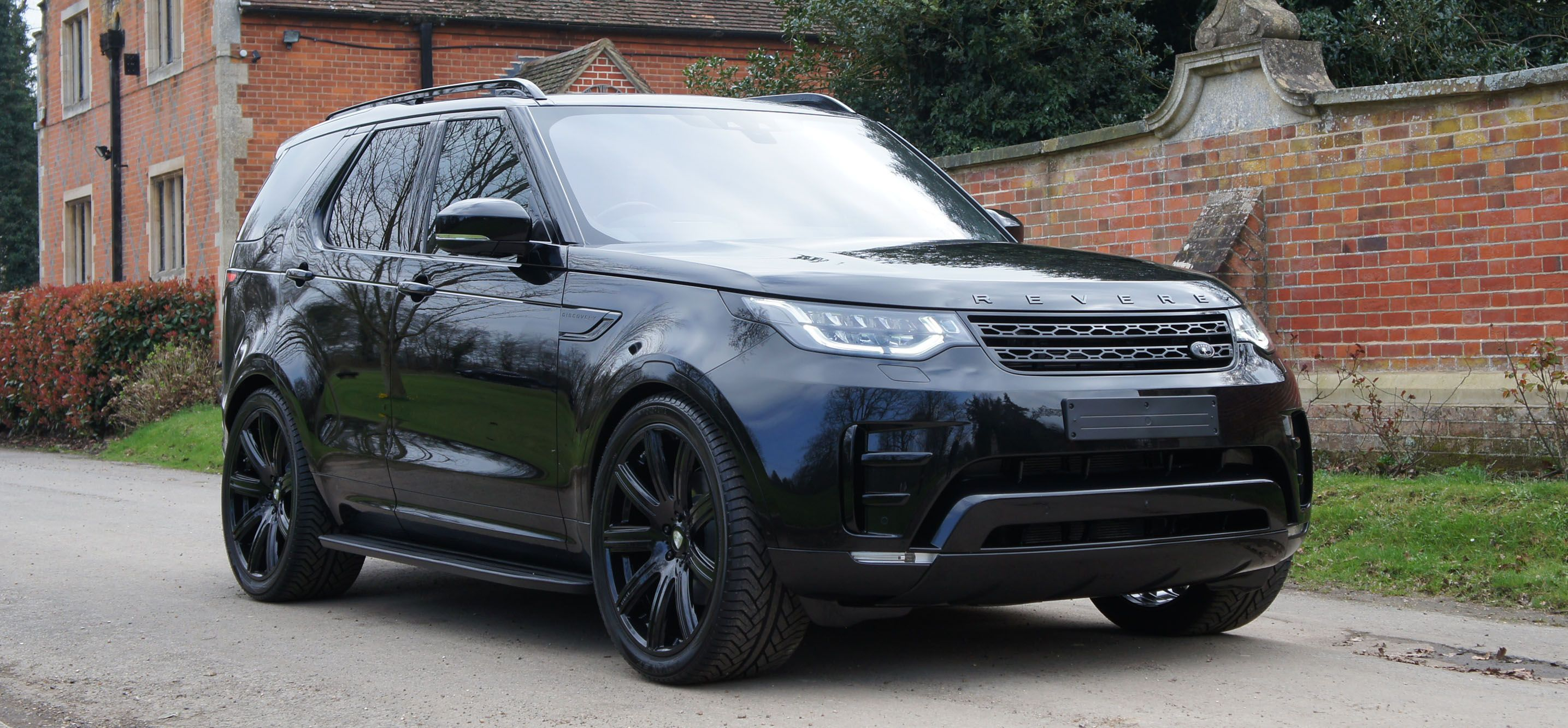 Land rover discovery 5 exterior revere london