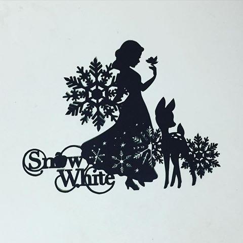 切り絵第2弾⑥ 白雪姫 雪の結晶のせいかアナ雪ぽい 夢があふれる