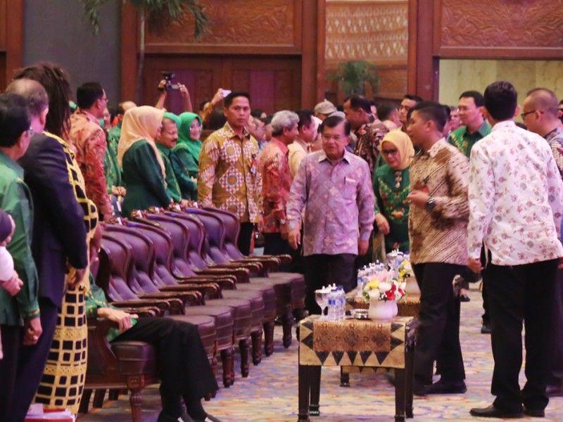 Wakil Presiden Republik Indonesia, Muhammad Jusuf Kalla memasuki tempat acara