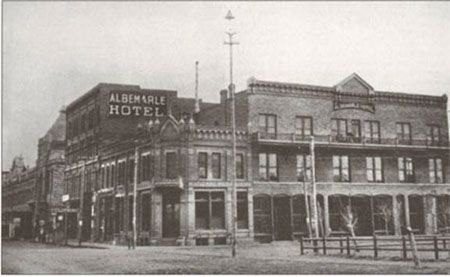 Livingston Mt Albemarle Hotel A Por Place For Visitors To Stay In The