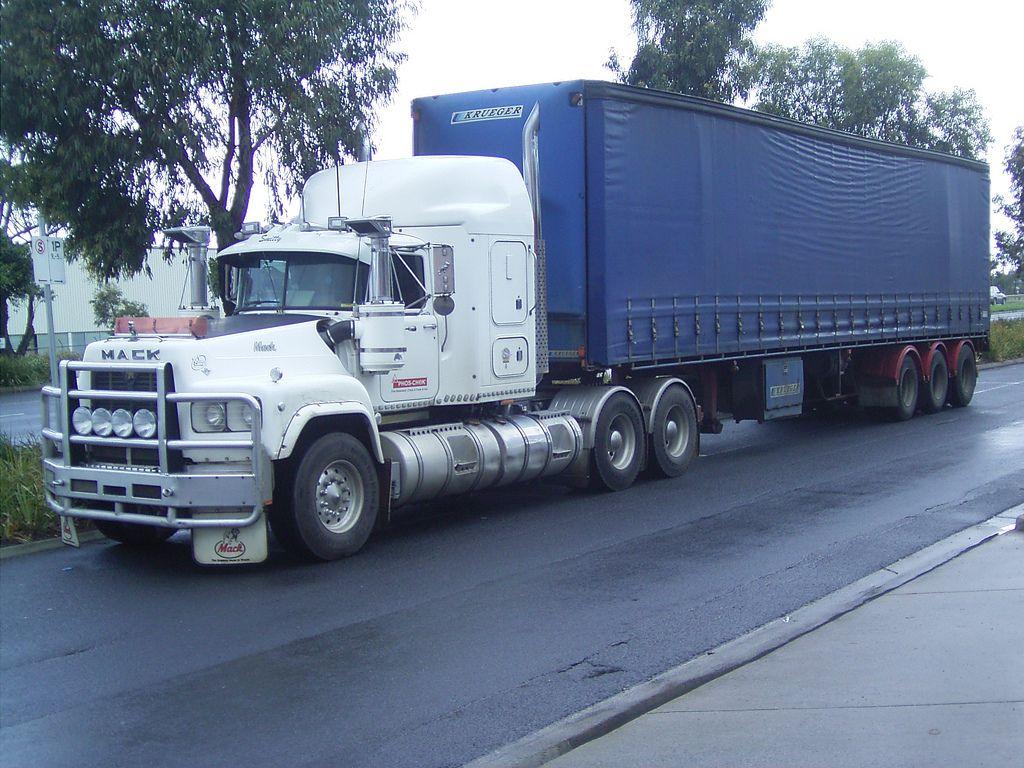 R600 V8 Valueliner (frednurks) Tags: truck australia mack ...
