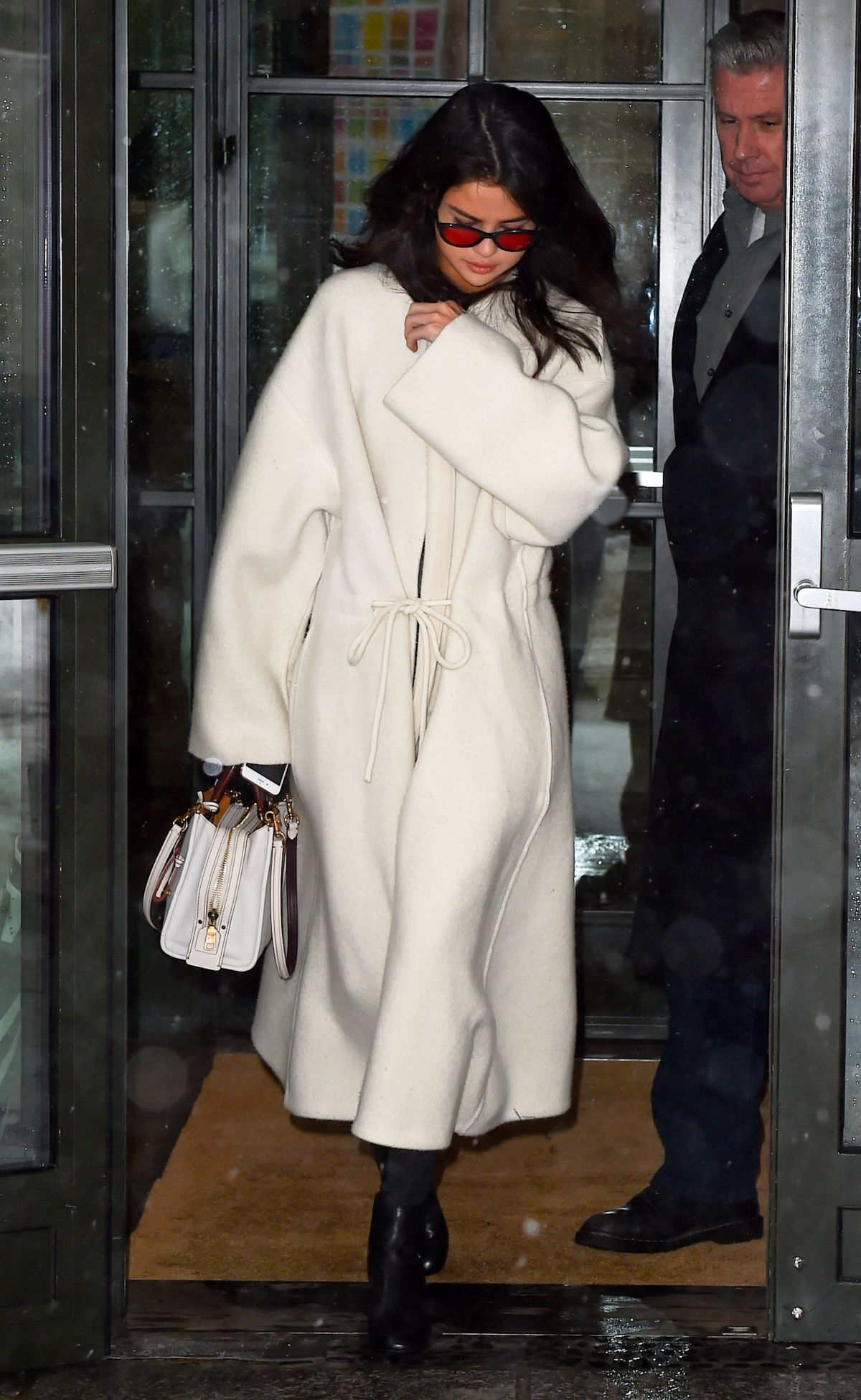 selena gomez leaves her hotel in new york 02/09/2017 | selena