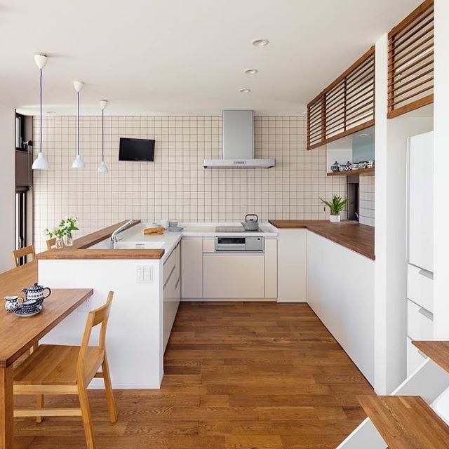 L型の対面キッチン ゆったりとっているので大勢でキッチンにたつことができます 収納もしっかり確保し実用性 機能性 デザイン どれもバランスのとれた配置になっています 注文住宅 新築 家 マイホーム 住宅 無垢材 オーク キッチン ダイニング L型キッチン