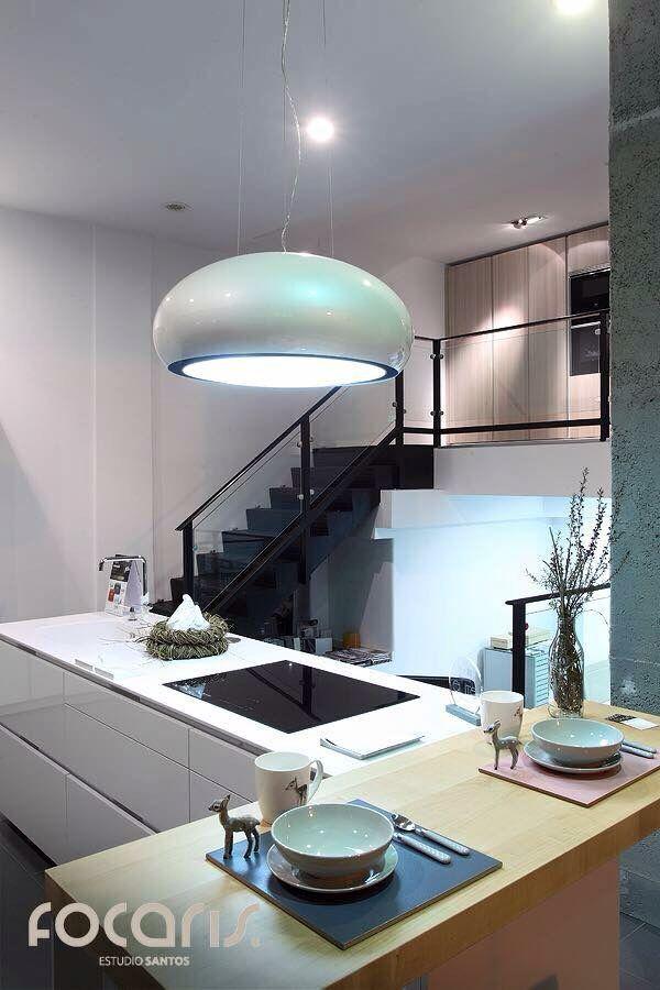 exposici n principal luciendo en la noche cocina santos. Black Bedroom Furniture Sets. Home Design Ideas