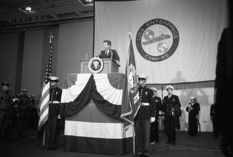1962. 14 Avril. Jfk aboard USS Enterprise
