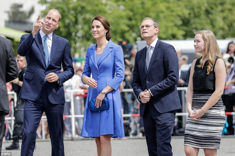 Kate Receives Rapturous Welcome At Children S Charity In Berlin