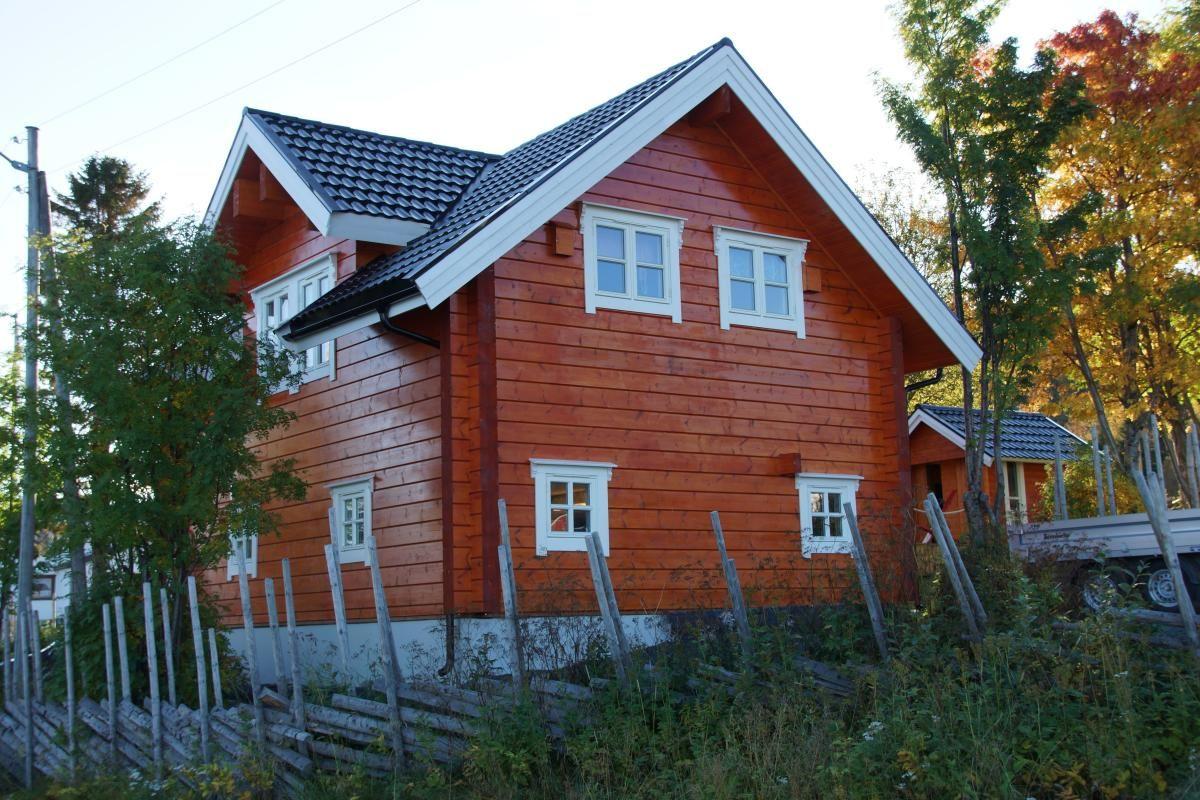 In Årøybukt, northeast on the Lyngen peninsula, Guesthouse