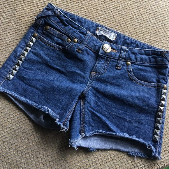 Free People Size 26 Denim Shorts Low rise denim shorts by Free People. Cut off look, with metal river details on leg seams. 5 pockets. Zip and button closure. Free People Shorts Jean Shorts