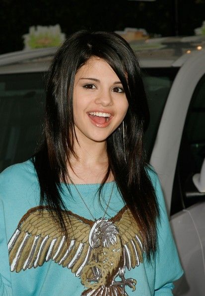 Selena Gomez Layered Cut | Long layered haircuts, Teen hairstyles ...